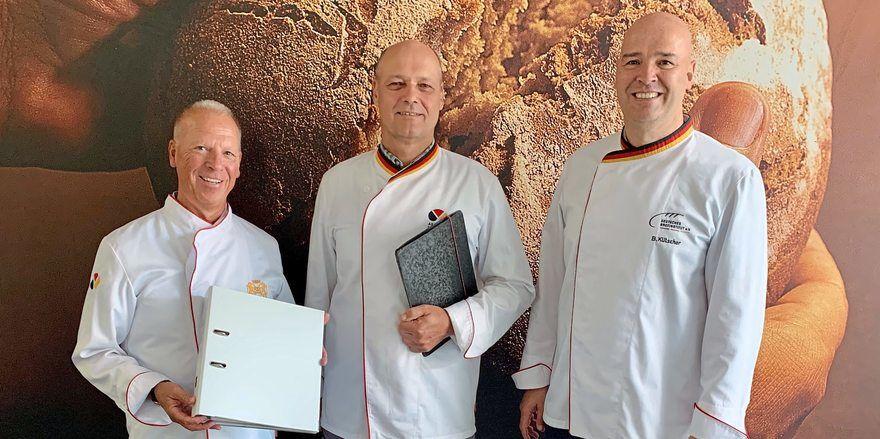 Heino Scharfscheer beim ZDH für Qualitätsmanagement zuständig, ZDH-Zertifizierungsauditor Uwe Mirzwa und Bernd Kütscher vom Deutschen Brotinstitut (von links).