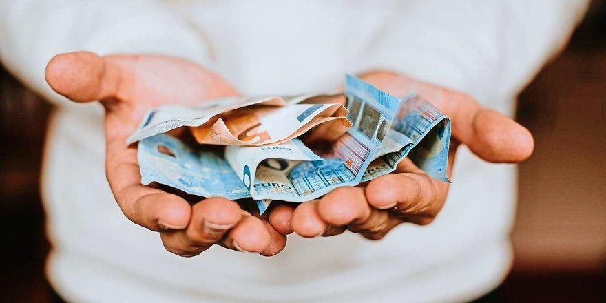 Die Beschäftigen der Brotindustrie in Baden-Württemberg und im Saarland erhalten ab September mehr Geld.