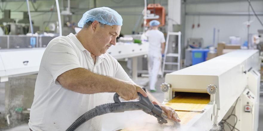 Auch in der Produktion ist das Dampfsaugsystem einsatzbar, vor allem auch, weil keine Chemie im Einsatz sein soll.