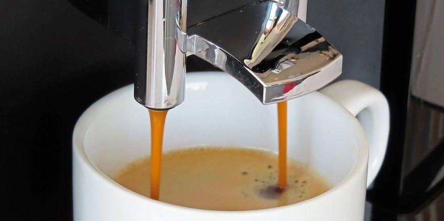 Einmal bezahlen, dann fließen Kaffee und andere Heißgetränke unbegrenzt in die Tasse.