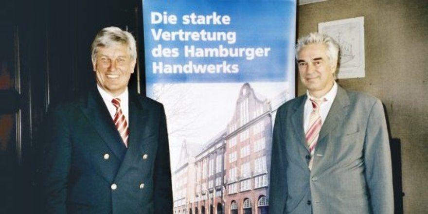 """Kammerpräsident Peter Becker (links) und Hauptgeschäftsführer Frank Glücklich präsentierten gemeinsam den Jahresbericht der Handwerkskammer Hamburg und nahmen zur Konjunrumfrage Stellung. <tbs Name=""""foto"""" Content=""""*un""""/>"""