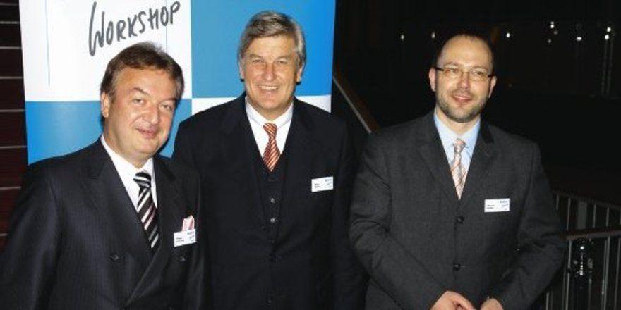 Die Macher des Workshops: Holger Knieling und Marcus Höffer bilden den Rahmen um den Präsidenten des ZV, Peter Becker, anlässlich der Eröffnung in Dresden.