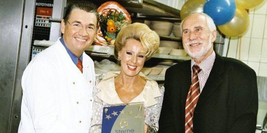 """Heinz und Helga Hoffmann mit Jürgen Gießler, dem Initiator der """"5 Sterne Bäcker""""."""