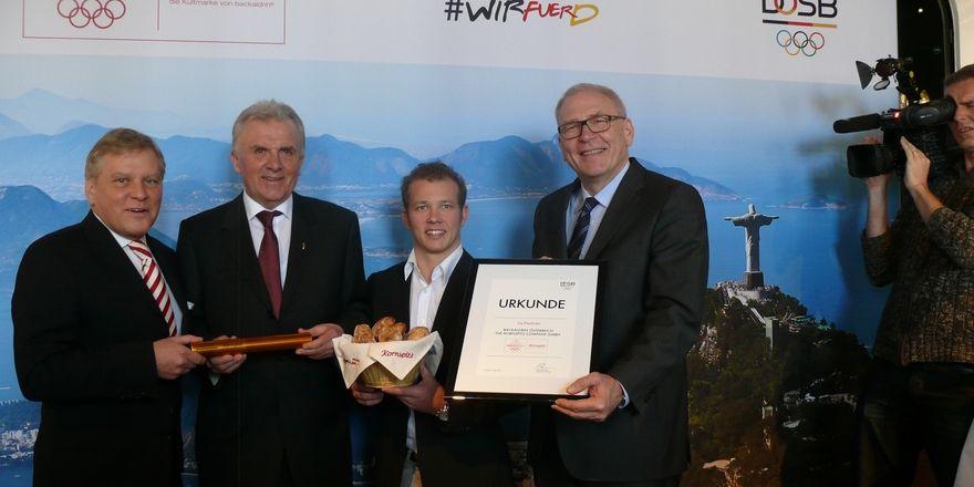 Axel Achten, Geschäftsführer der Deutschen Sport Marketing, Peter Augendopler, Fabian Hambüchen und Sportbund-Chef Michael Vesper (von links).