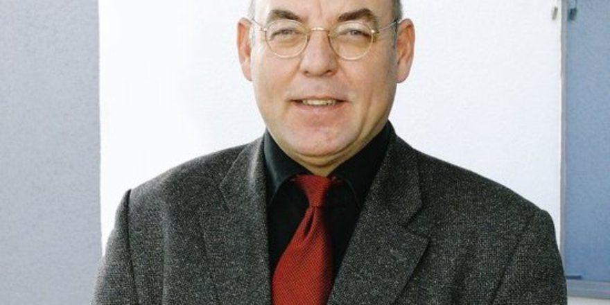"""Professor Gunter Woelky referierte über die kaufkräftige Zielgruppe """"Generation 50plus""""."""
