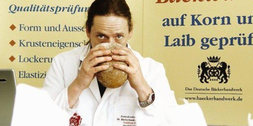 """Kein Vergnügen wäre eine Brotprüfung mit dem für alle Beteiligten erschütternden Befund """"Fadenziehen"""". <tbs Name=""""foto"""" Content=""""*un""""/>"""