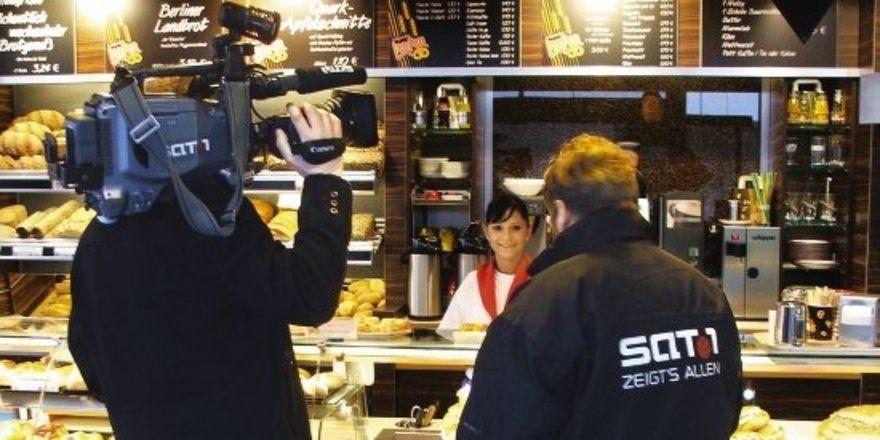 """Die Medienresonanz war sehr positiv: Die erste Kieler Azubi-Filiale kam sogar ins Fernsehen. Anschließend war sie Stadtgespräch. <tbs Name=""""foto"""" Content=""""*un""""/>"""