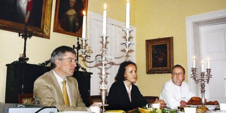 Zogen eine erste Zwischenbilanz des Dinkel-Projektes in Schleswig-Holstein (von links): Ernst-Friedemann Freiherr von Münchhausen, Geschäftsführer der Handelsgesellschaft Gut Rosenkrantz, Elke Gräfin zu Münster, Brotbüro, und Olaf Knickrehm, Passader