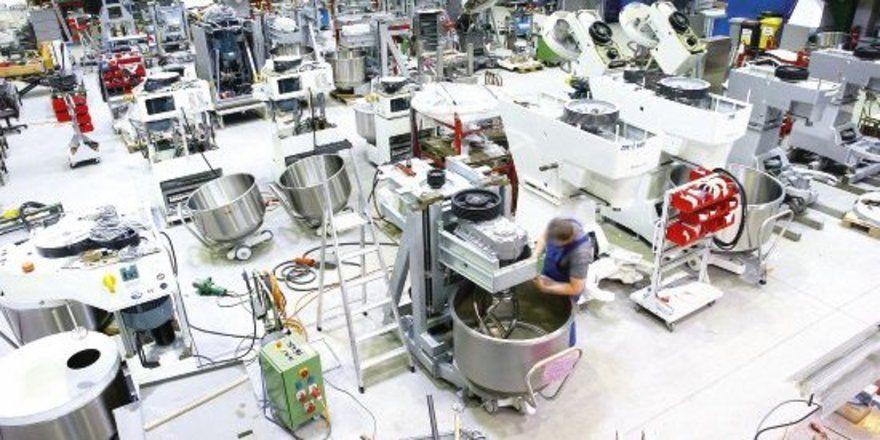 """Schon drei Jahre nach der Erweiterung im Jahr 2004 ist es in der Knetmaschinen-Produktion schon wieder viel zu eng. <tbs Name=""""foto"""" Content=""""*un""""/>"""