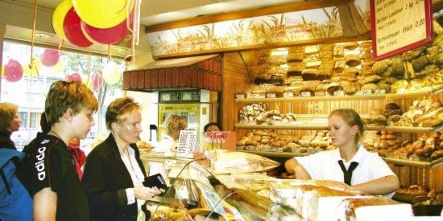 """Die Berliner Bäcker und Kunden freuen sich über die novellierte Feiertagsregelung. Künftig gibt es an den Oster- und Pfingstsonntagen sowie am 1. Weihnachtsfeiertag mit behördlichem Segen frisches Backwerk. <tbs Name=""""foto"""" Content=""""*un""""/>"""