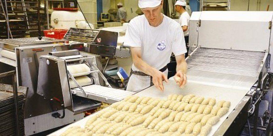 Nicht nur Mehl, sondern auch die Butter im Croissant ist teurer geworden: Viele Bäckereien werden in 2007 Preiserhöhungen überhaupt nicht vermeiden können.