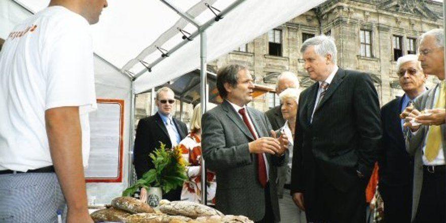 """Bundeslandwirtschaftsminister Horst Seehofer vertraut bei der Kennzeichnung loser Ware auf freiwillige Maßnahmen des Lebensmittelhandwerks. <tbs Name=""""foto"""" Content=""""*un""""/>"""