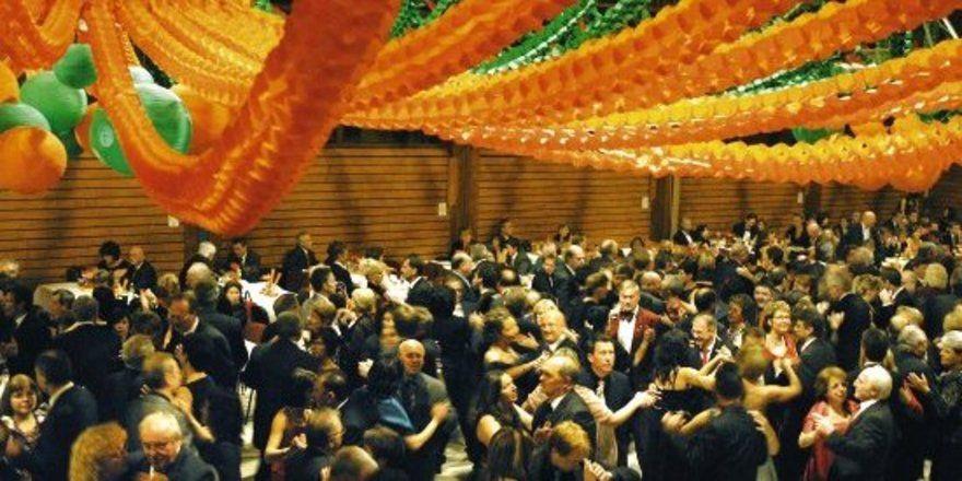 Über 500 Gäste amüsierten sich auf dem Bäckerball 2008 bis in den Morgen.