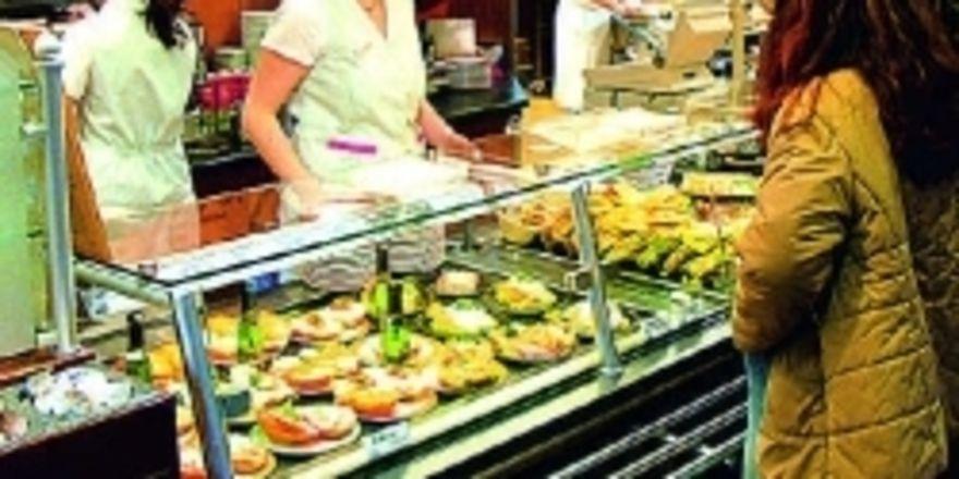 Ein erfolgreiches Gastronomiekonzept für eine Bäckerei bedient alle Zielgruppen. Morgens Schüler, mittags Berufstätige und nachmittags die Kaffee-und-Kuchen-Genießer.