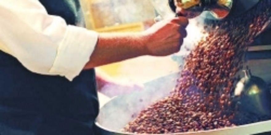 Duft, Geschmack und Mundgefühl werden entscheidend durch das Rösten geprägt. Aber wie auch beim Wein haben Bodens, Sonnenstunden, Regenmenge und Anbaugebiet einen Einfluss auf die Aromen einer Kaffeebohne.