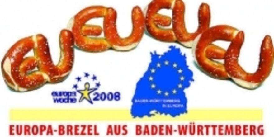 So kann die Europawoche mit der EU-Brezel zelebriert werden. Als Basis dienen Hörnchen aus dem üblichen Brezelteig, die bei Aktionen und Veranstaltungen angeboten und beworben werden können.