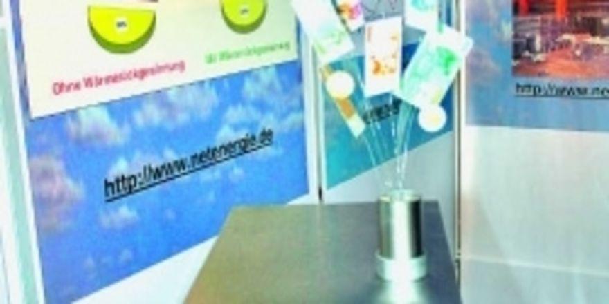 Bares Geld verraucht tagtäglich im Schornstein: Bis zu 30 Prozent lassen sich die Energiekosten nur durch eine Wärmerückgewinnungsanlage verringern, so die Angabe der Neue-Energie-Technik GmbH.