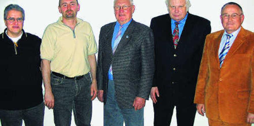 Auf der Versammlung in Bruchsal (von links): Lehrlingswart Klaus Martin, Schriftführer Bernd Dodel, Obermeister Heinz Österle, GF Wolfgang Mößner, Bernd Neubauer, Direktor der Bäko Mittelbaden.