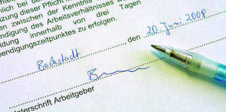 Ein Namenskürzel genügt nicht zur Unterschrift einer Kündigung – nur der volle und originale Namenszug des Kündigungsberechtigten macht sie formell wirksam.