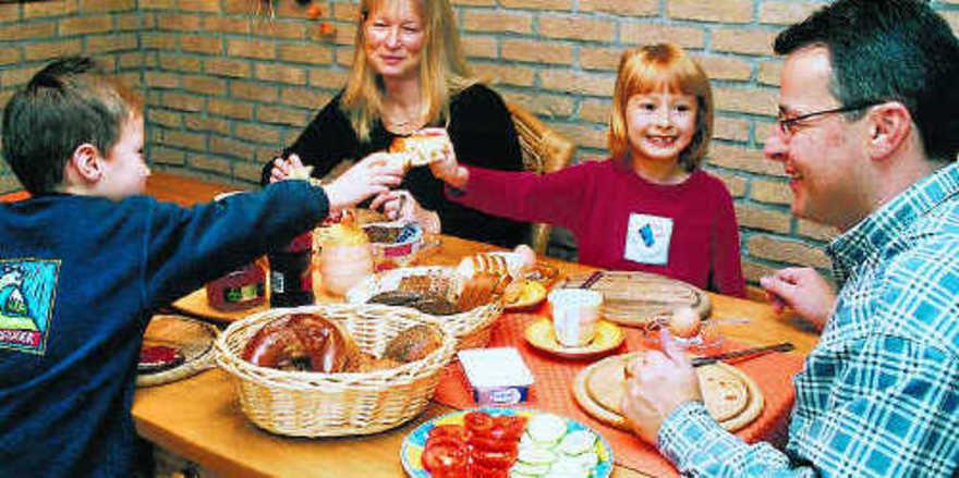 Schon beim Frühstück auf Gesundheit achten: Das Bewusstsein für die Notwendigkeit einer ausgewogenen Ernährung in der Bevölkerung muss gestärkt werden – eine Aufgabe auch für Bäckerfachgeschäfte.