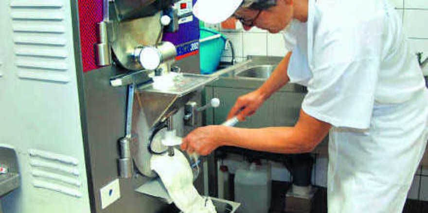 Ein Speiseeishersteller muss neben der Eis- und Massenherstellung auch den Verkauf und den Kundenservice beherrschen.