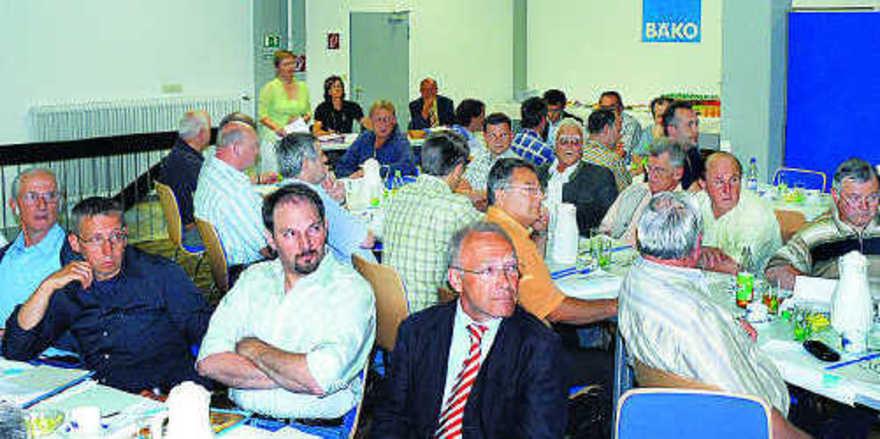 Mitglieder der Bäko Oberbayern-Nord begrüßten in Ingolstadt einstimmig die Fusion mit der Bäko Franken. Die zum 1. Januar 2009 gegründete neue Genossenschaft mit Firmensitz in Langenzenn heißt Bäko Franken Oberbayern-Nord Bäcker- und Konditoren Einka