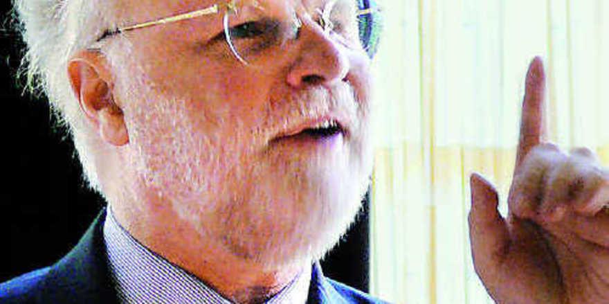 """Dr. Manfred Lütz kritisierte in launigen Worten die """"Gesundheitsreligion""""."""