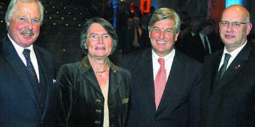 Vorstandsvorsitzender Lutz Henning (von links), Christa Thoben, die als Wirtschaftsministerin die Festrede hielt, Aufsichtsratsvorsitzender Peter Becker und Heinz Essel, Geschäftsführer der BKV-Nord.