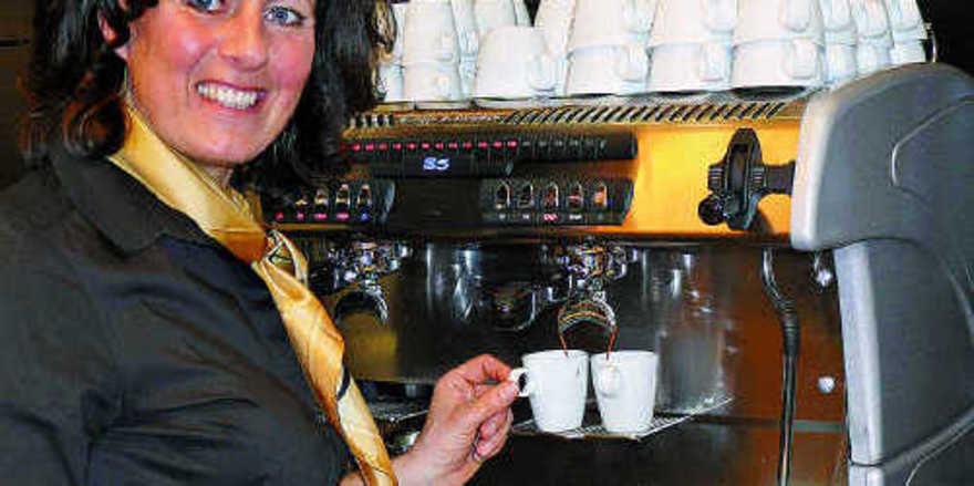 Nana Holthaus-Vehse, die Deutsche Baristameisterin, begeisterte die Besucher bei Jacobs mit Kaffeespezialitäten.