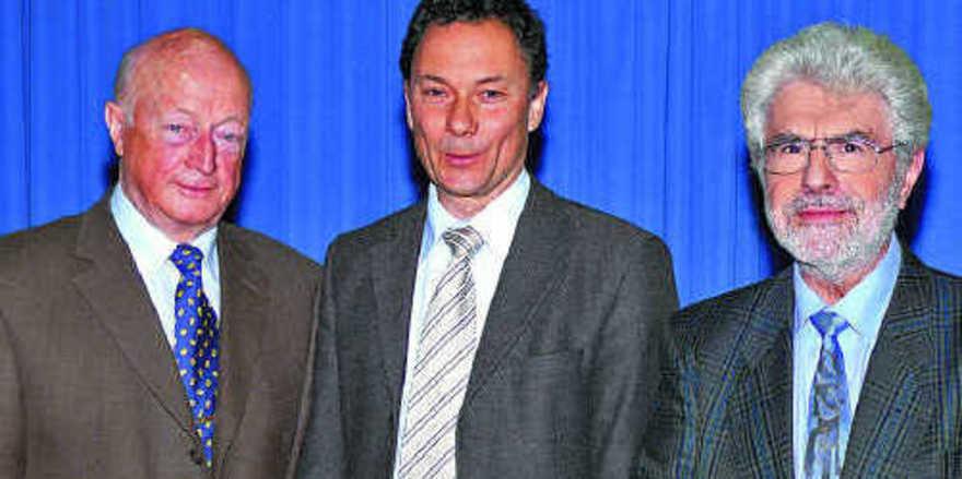 """Dr. Andreas Baitinger (Mitte): """"Für Hans Faig (links) und Prof. Peter Lausterer stand immer der Mensch im Vordergrund."""""""