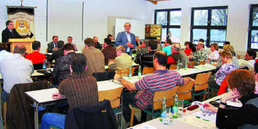 Schulleiter Lutz Krumm informierte u. a. über die ÜLU-Durchführung an der Sächsischen Bäckerfachschule.