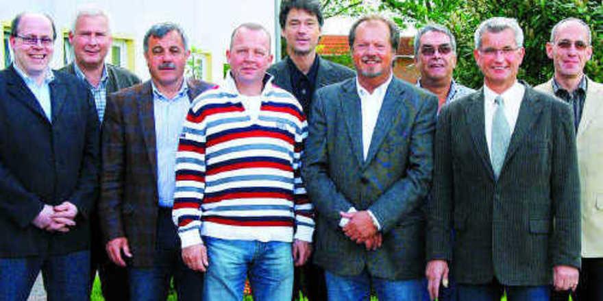 Der Vorstand der Bäckerinnung Holstein (v. l.): Dirk Baumgarten, Claus Zingelmann, Joachim Lessau, Thomas Leefen, Jörg Dwenger, Jürgen Tackmann, Jürgen Wagner, Obermeister Holger Rathjen und Torsten Gräper.