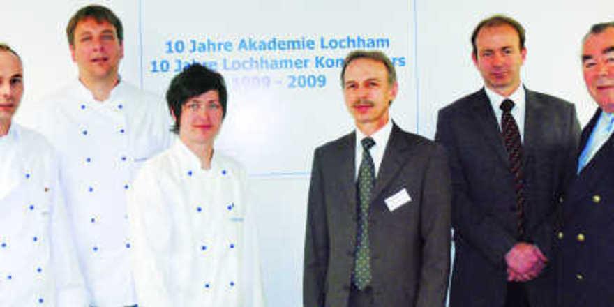 Sie stehen für die Ausbildungskompetenz im bayerischen Bäckerhandwerk (von links): Akademieleiter Arnulf Kleinle und die Fachlehrer Henrik Passmann und Gisela Reisacher mit LIV-Geschäftsführer Dr. Wolfgang Filter, Prof. Thomas Becker und Landesinnung