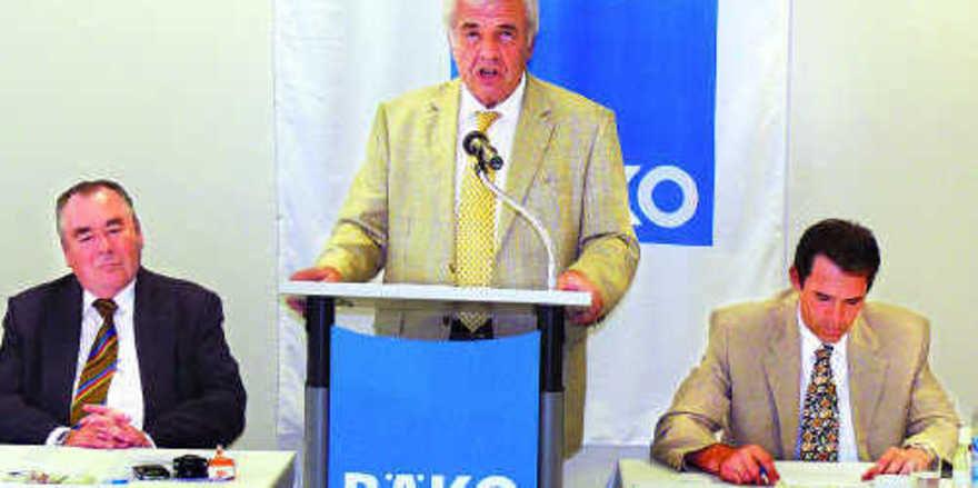Geschäftsführer Alfred Aigner erläuterte die im Geschäftsbericht ausgewiesenen Zahlen und informierte über die Arbeit der Genossenschaft.