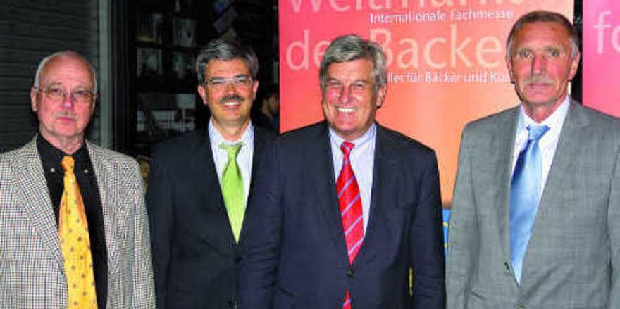 Dr. Eberhardt Groebel (GF Zentralverband), Dieter Dohr (GF GHM), Peter Becker (Präsident ZV) und Bernd Dieckmann (Vorsitzender iba-Beirat) konnten auf der iba-Pressekonferenz positive Nachrichten verkünden (von links).