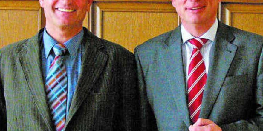 Vorsitzender Holger Rathjen (links) und Geschäftsführer Heinz Essel auf der Mitgliederversammlung.