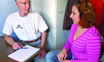 Beim Vorstellungsgespräch für ein ruhiges Umfeld sorgen: Keine Störung durch Telefon oder Mitarbeiter.