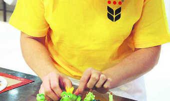 Die reich verzierte Geburtstagstorte ist für Kinder und Erwachsene mehr als nur ein Augenschmaus: Damit es dabei bleibt, sollte auf Azo-Farbstoffe verzichtet werden.