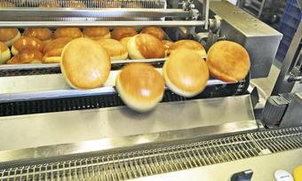 Damit die Berliner immer am laufenden Band rollen können, müssen die Vorsichtsmaßnahmen beim Arbeiten mit Fettbackgeräten eingehalten werden.