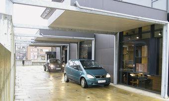 Auch in Dänemark etwas Besonderes. Das junge Unternehmen Lagkagehuset (Tortenhaus) betreibt seit Mitte Januar drei Drive-in-Filialen. Das Preisschild am Autoschalter listet nur die Kaffeespezialitäten auf.