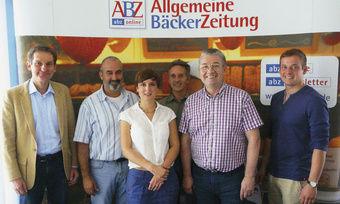Chefredakteur Manfred Fischer (v. l.) mit Jury: Prof. Dr. Ulrich Kroppenberg (FH Mainz), Katharina Ott, Reinald Wolf (beide Redaktion ABZ), Landesinnungsmeister Heinz Hoffmann und Georg Hermann (Dt. Meister Bäckerjugend)