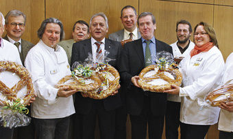 Beste Wünsche für 2013 (von links): Peter Emser, Rainer Vollmar, Hans-Jörg Kleinbauer, Johannes Lindemann, Karlheinz Schöner, Rüdiger Schneidewind, Clemens Lindemann, Gerhard Ecker, Sabine Hensler, Max Lagaly, Herbert Jakobs.