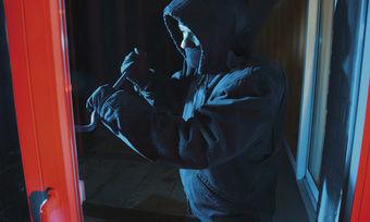Häufig haben Täter leichtes Spiel – die Tür aufhebeln und schon sind sie drin.