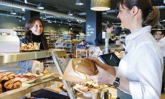 Bäcker in Vorkassenzonen profitieren von den Kundenströmen in den Lebensmittelmärkten.
