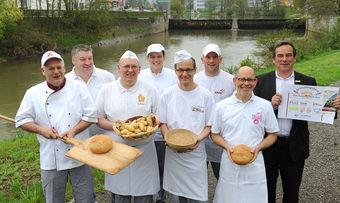 Machen mit (von links): Helmut Kipp, Tilmann Schwind, Georg Bulach, Tobias Plaz, Dieter Kalbacher, Matthias Saur, Karl Kopp und Axel Blochwitz.