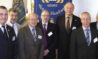Engagierter Vorstand (von links): Uwe Mahlkow, Rolf-Michael Schmidtke, Hartmut Spaethe, Werner Klinkmüller, Landesinnungsmeister Hans-Joachim Blauert, Geschäftsführer Nikolaus Junker und Schatzmeister Harald Prohassek.