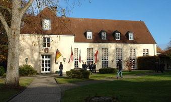 Im Roemerhaus auf dem Detmolder Schützenberg treffen sich jährlich rund 300 Teilnehmer aus Wissenschaft und Praxis.