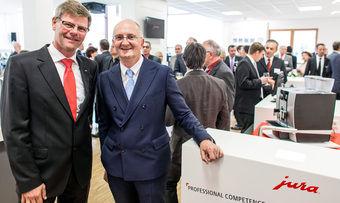 Freuen sich über die Eröffnung des Jura Professional Competence Centers in Grainau (v.l.): Frank Göring, und Emanuel Probst.