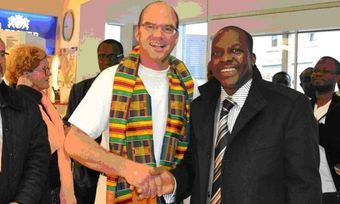 Minister aus Ghana informieren sich bei Thomas Mayer.