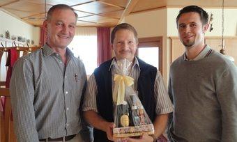 Stabwechsel: (von links) Rudolf Wagner, Thomas Spindler und Stephan Schmalhofer.